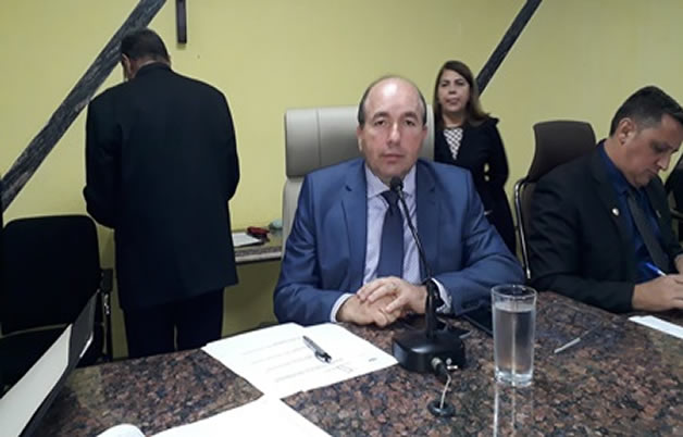 Presidente da Câmara Edwilson Negreiros apresenta projeto que desobriga  cobrança de empréstimos consignados a todos os servidores do Município de  Porto Velho - Folha Rondoniense